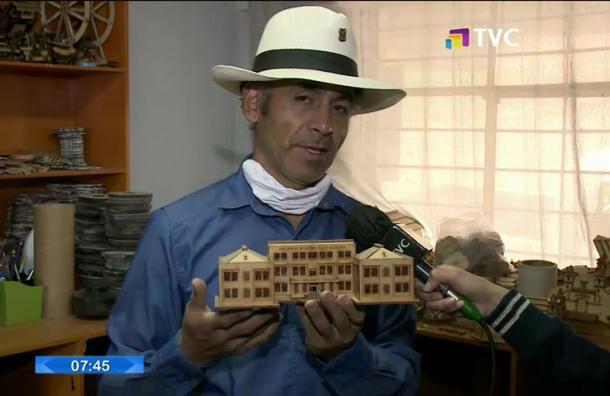 Artesanos crean réplicas en miniatura de edificios patrimoniales del Ecuador