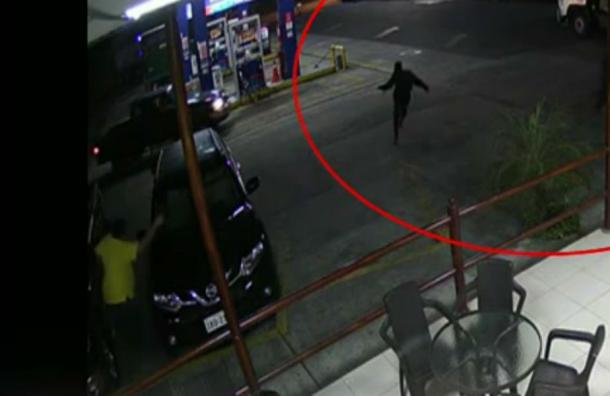 Balacera entre delincuentes y propietarios de una gasolinera en Quevedo