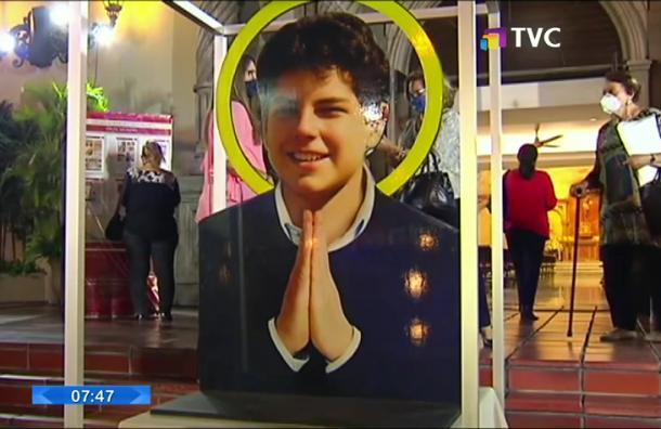 Realizan exposición sobre milagros atribuidos a joven de 15 años