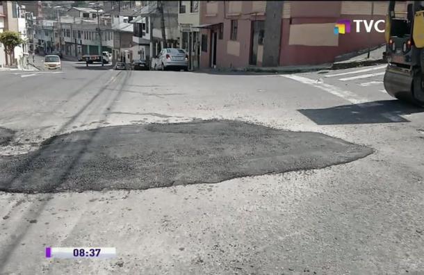 Epmmop repara vía en sector de Chiriyacu