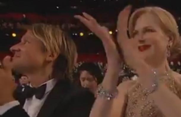 La explicación de Nicole Kidman por su extraña forma de aplaudir en los premios Oscar